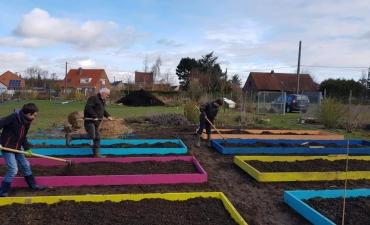 Création de jardin potager au carré en bois sur mesure